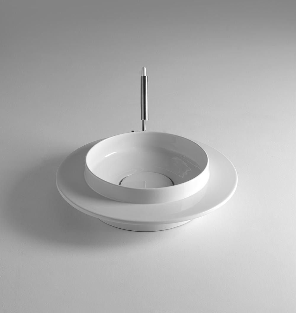 <p>Wide_<strong>White ceramic</strong>_2013_Adolini+Simonini</p>
